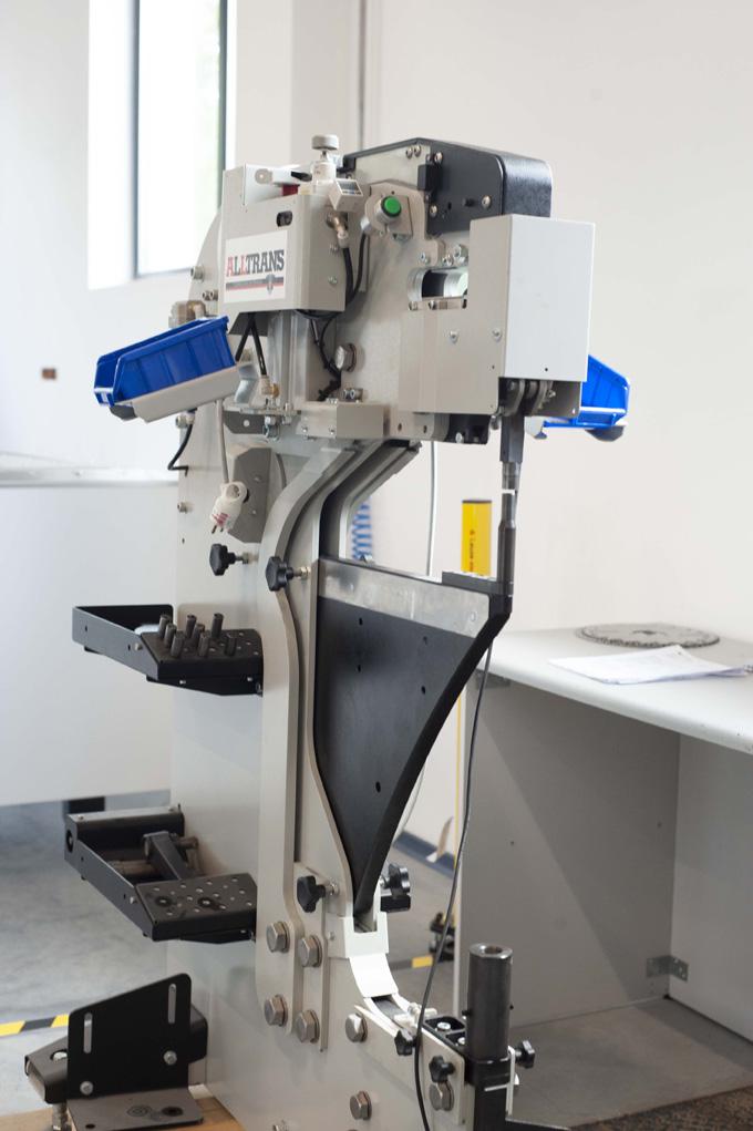 RIV 2450 - prasa pneumatyczna